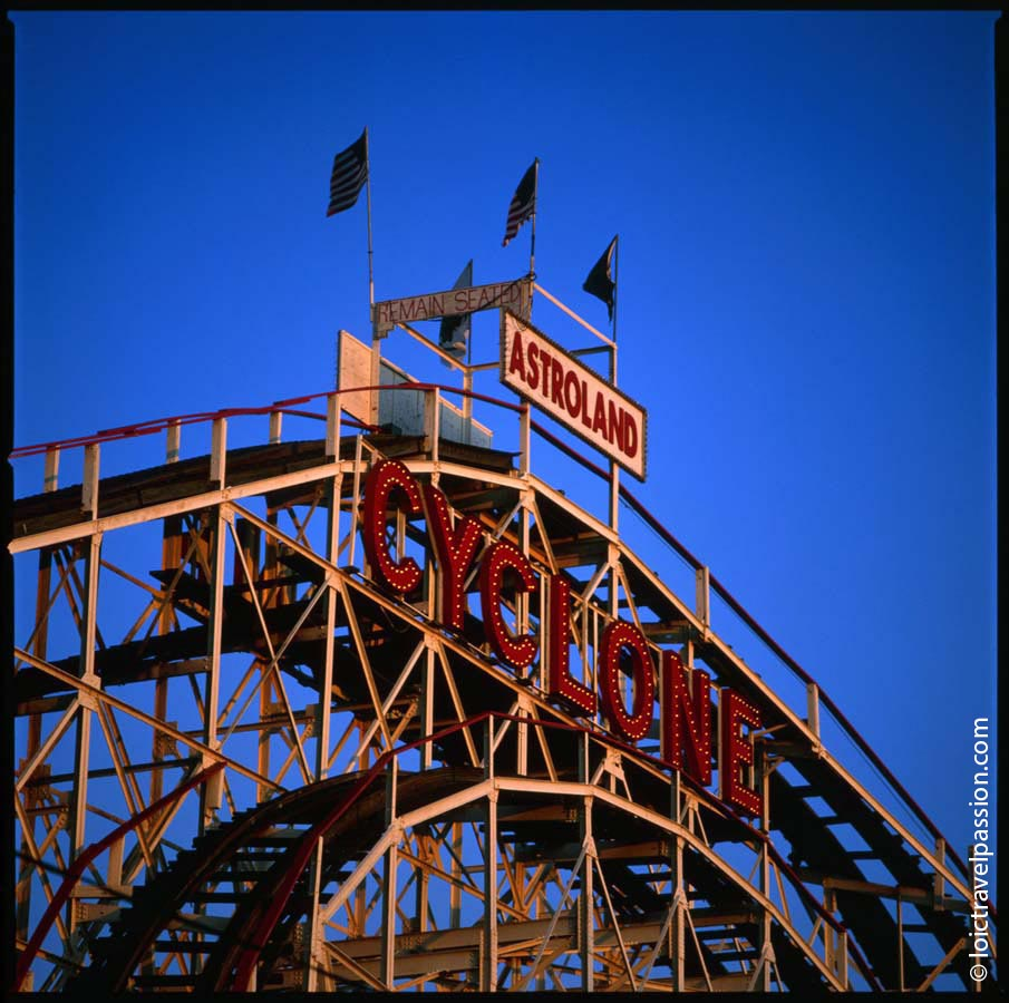 Cyclone remain seated – Coney Island – New York
